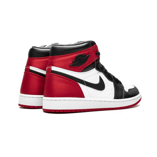 Air Jordan 1 Retro High Outfit Wmns Satin Black Toe Jordan Sneakers